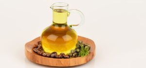 16-Amazing-Benefits-Of-Castor-Oil-Arandi-For-Skin-img-1